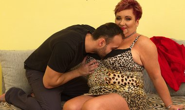 Big Breasted Housewife Mireila Fucking and Sucking - Mature.nl