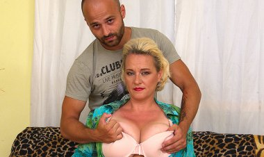 Big Breasted Housewife Getting Her Fill - Mature.nl