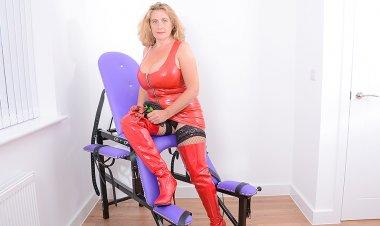 Big Breasted Camilla Gets Kinky - Mature.nl