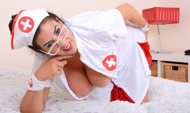 Big Breasted Lulu Playing as Nurse for You Temperature - Mature.nl