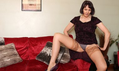 Big Breasted British Temptress Playing with Her Pussy - Mature.nl
