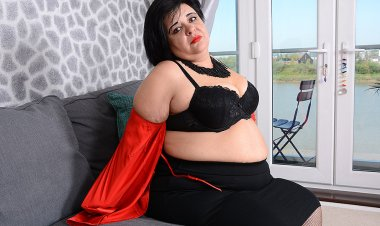 Curvy BBW Anna Playing with Herself - Mature.nl