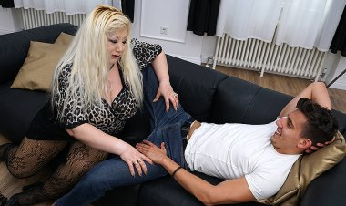 Huge Breasted Housewife Fucking Her Toy Boy - Mature.nl