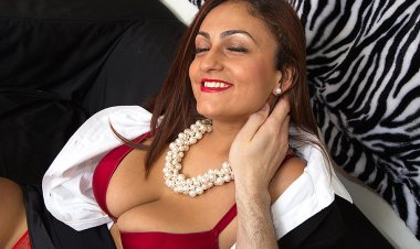 Big Breasted Mom Sucking and Fucking in POV Style - Mature.nl