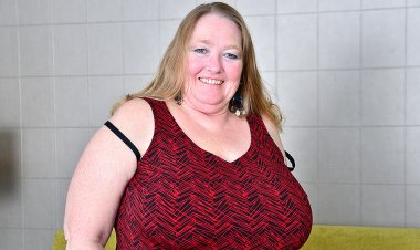 Big Breasted Mature BBW Playing with Her Pussy - Mature.nl