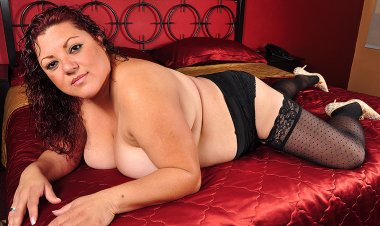 Mature Latin American BBW Playing with Her Toy - Mature.nl