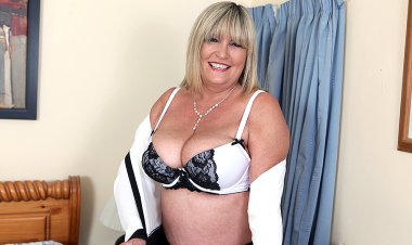 Big Breasted British Mature Lady Playing with Her Toy - Mature.nl