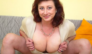 Huge Breasted Housewife Jana Loves to Play with Her Furry Pussy - Mature.nl