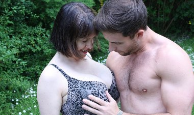 Big Breasted British Housewife Fucking and Sucking - Mature.nl