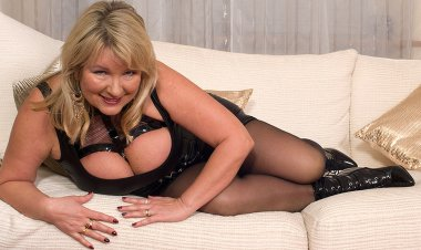 British Big Breasted Housewife Goes Wild - Mature.nl
