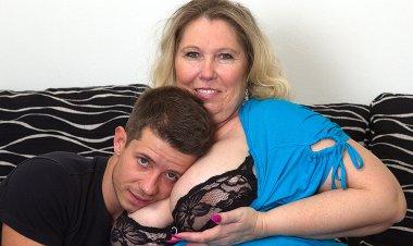 Huge Breasted BBW Fucking and Sucking Her Boyfriend - Mature.nl
