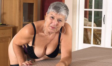 Naughty Big Breasted British Housewife Playing with Herself - Mature.nl