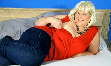 This Naughty Dutch BBW Loves Riding Her Rubber Toy - Mature.nl