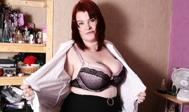 Big Breasted BBW Getting Very Naughty - Mature.nl