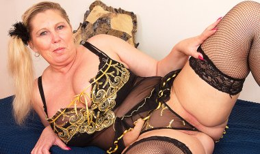 Huge Breasted BBW Playing with Her Pussy - Mature.nl