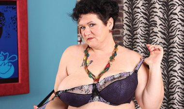 Huge Breasted Mature Lady Playing with Herself - Mature.nl