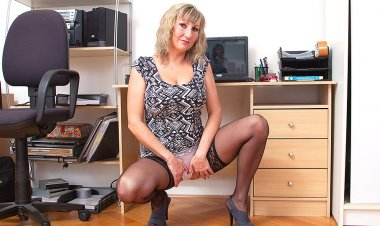 Big Breasted Housewife Playing with Herself - Mature.nl