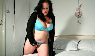 This Naughty BBW Loves to Get Wet and Wild - Mature.nl