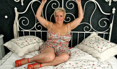 This BBW Is Ready to Please Herself - Mature.nl