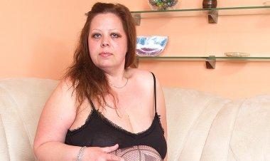 Huge Breasted Mature Slut Getting Wet - Mature.nl