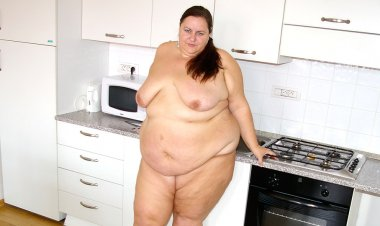 This Big Lady Loves Getting Horny by Herself - Mature.nl