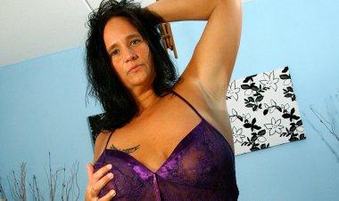 Big Breasted Mature Slut Squirts like a Firehose - Mature.nl