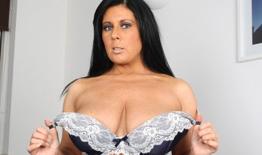 Big Breasted Housewife Getting Naughty - Mature.nl