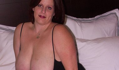 Big Breasted Mama Getting Cum and Pee - Mature.nl