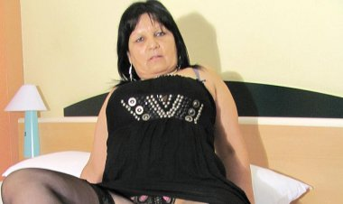 Big Breasted Mature Graciela Gets Herself All round up - Mature.nl