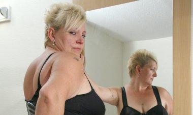 Big Blonde Mama Sucking Cock and Getting Cum - Mature.nl