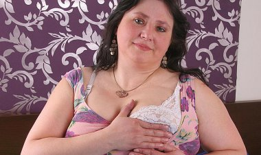 Big Mature Slut Playing with Her Hairy Pussy - Mature.nl