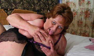 Big Mama Squirts and Gets a Face Full of Cum - Mature.nl