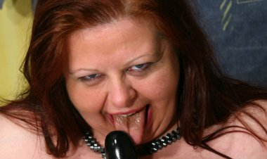 Big Mama Gets a Special Warm Surprise - Mature.nl