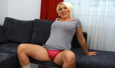 Horny Mature Slut Playing on Her Couch - Mature.nl