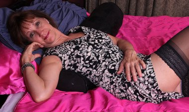 Horny Saved Mature Woman Playing with Her Wet Pussy - Mature.nl