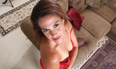 Hot American Mom Playing with Herself - Mature.nl