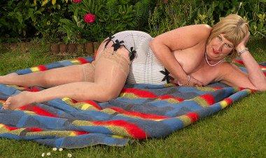 British Mature Lady Shows Her Big Tits and Masturbates - Mature.nl
