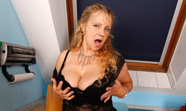 Naughty German Housewife Playing with Herself - Mature.nl