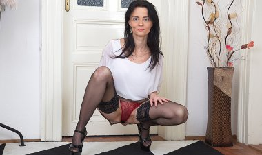 Hot Housewife Shows Her Skinny Body and Hairy Pussy - Mature.nl