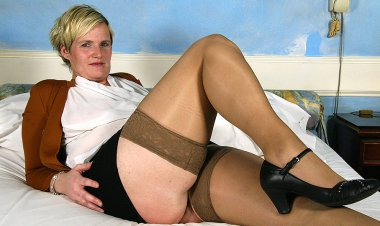 Horny Dutch Housewife Playing with Her Toy - Mature.nl
