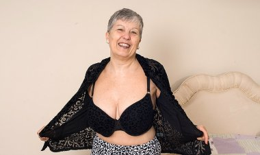 Horny Big Breasted British Mature Lady Getting Naughty - Mature.nl