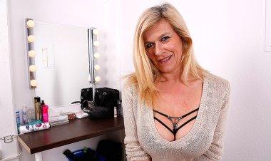 Big Breasted Heavily Pierced German Housewife Masturbating - Mature.nl