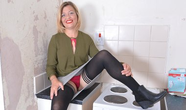 Naughty Housewife Playing with Her Wet Pussy on the Kitchen Counter - Mature.nl