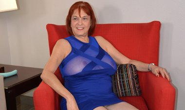 Naughty American Mature Lady Playing with Herself - Mature.nl