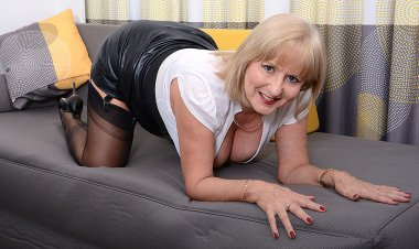 Horny Lorna Blu Gets Her Self off with Her Toy - Mature.nl