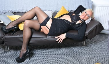 Horny Shaved British Housewife Playing with Herself - Mature.nl