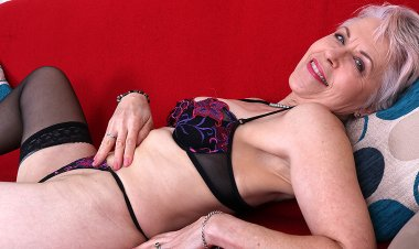 Naughty British Mature Lady Getting Wet on Her Couch - Mature.nl