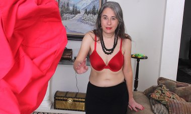 Unshaved American Mature Lady Getting Naughty - Mature.nl