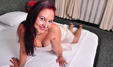 Latin Housewife Bella Turns on the Heat - Mature.nl