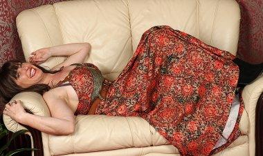 British Hairy Housewife Getting Very Naughty - Mature.nl